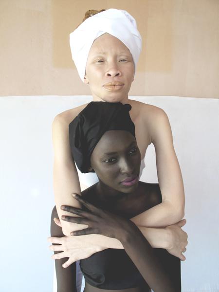 albinos-melanine-art-artiste-ambrecardinal-blancdebene-mode-directionartistique-senegal-afrique-photomode